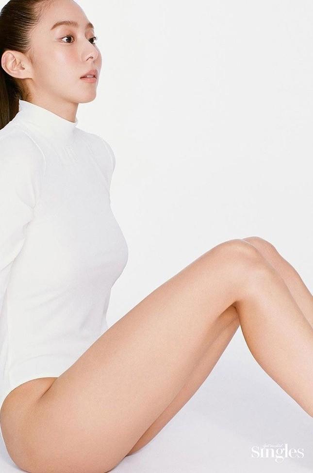 'Nữ thần K-pop' UEE bán nude táo bạo trên tạp chí ảnh 3