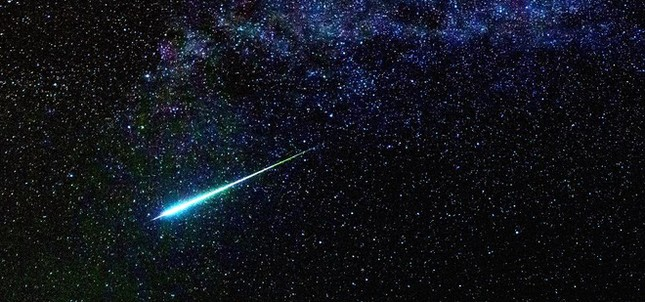 Điều gì sẽ xảy ra với Trái Đất nếu sao chổi 'tử thần' Halley lao thẳng vào Mặt Trăng? ảnh 1