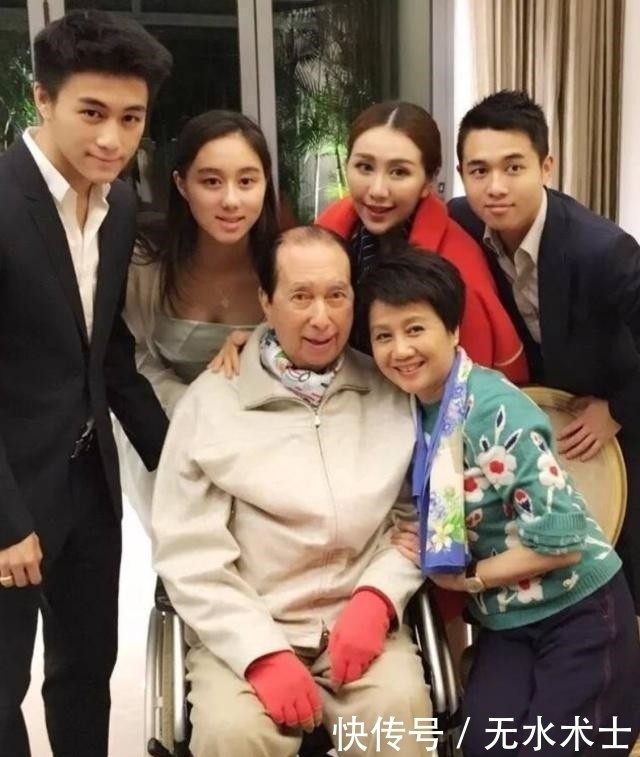 Bà tư của 'vua sòng bài' Macau bất ngờ thừa nhận có con trai giấu kín gần 30 năm ảnh 1
