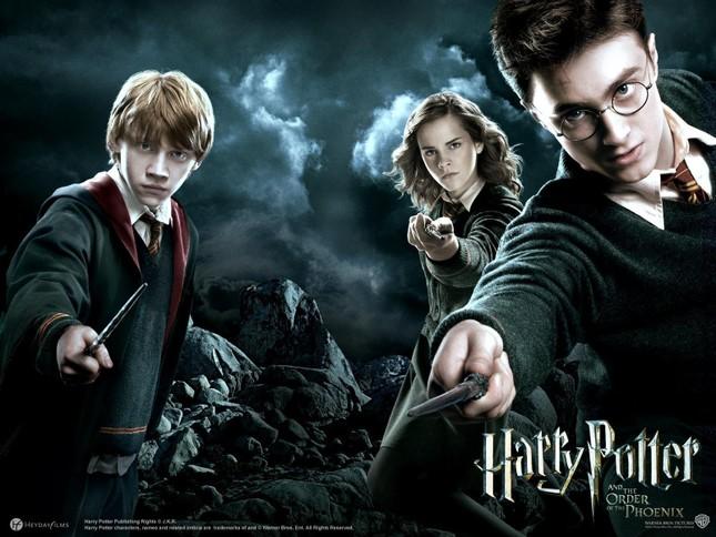 Báo Triều Tiên bất ngờ khen 'Harry Potter' sau 23 năm xuất bản ảnh 2