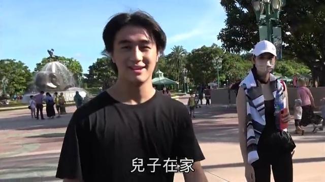 Hề Mộng Dao và chồng đi chơi giữa lúc chuẩn bị tang lễ cho 'vua sòng bài' Macau ảnh 1
