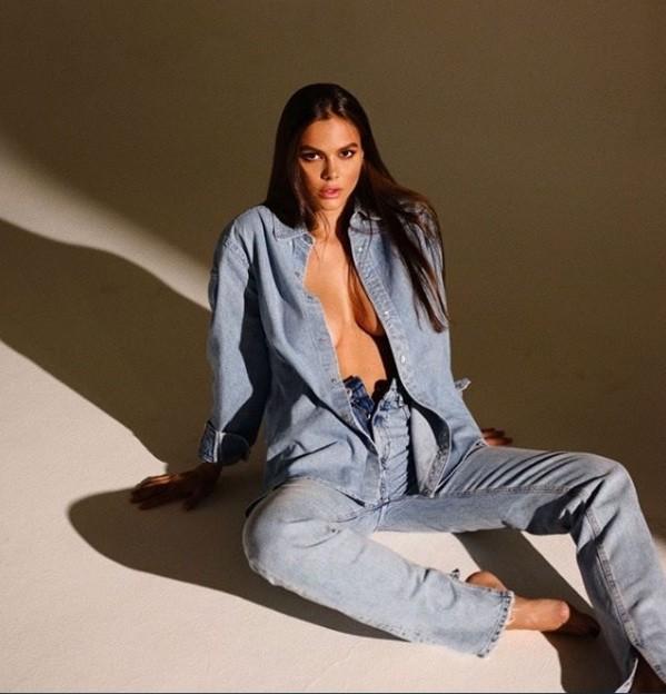 Mẫu Playboy 9x mặc váy lưới kiểu 'cho có', khoe trọn hình thể đẹp như thần vệ nữ ảnh 5