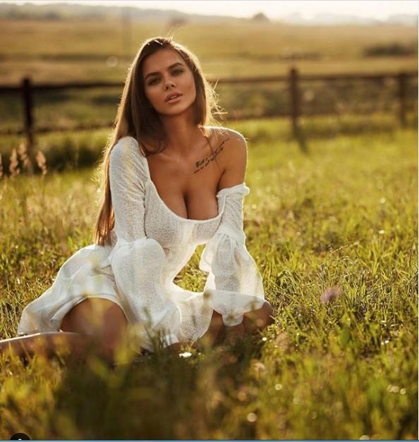 Mẫu Playboy 9x mặc váy lưới kiểu 'cho có', khoe trọn hình thể đẹp như thần vệ nữ ảnh 6
