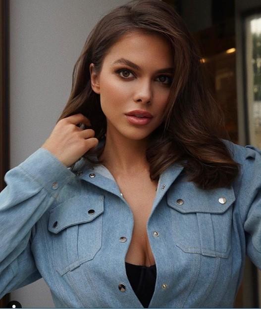 Mẫu Playboy 9x mặc váy lưới kiểu 'cho có', khoe trọn hình thể đẹp như thần vệ nữ ảnh 7