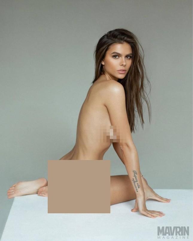 Mẫu Playboy 9x mặc váy lưới kiểu 'cho có', khoe trọn hình thể đẹp như thần vệ nữ ảnh 2