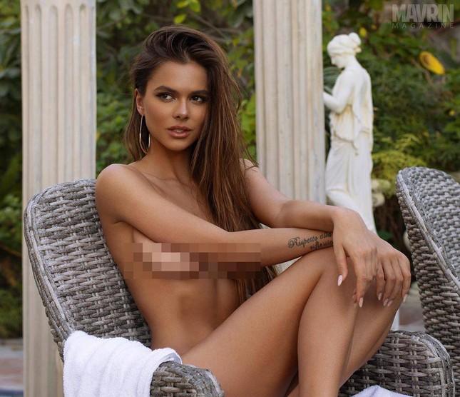 Mẫu Playboy 9x mặc váy lưới kiểu 'cho có', khoe trọn hình thể đẹp như thần vệ nữ ảnh 3