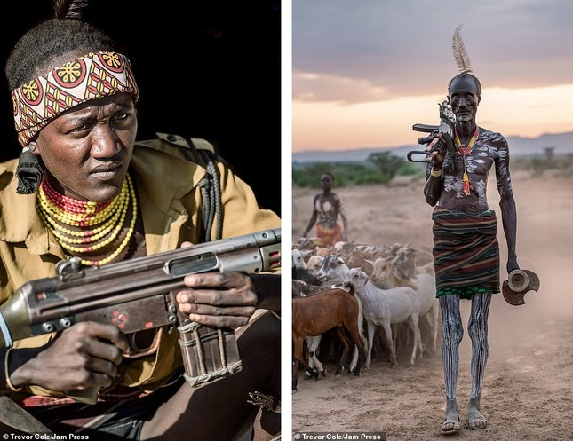 Bị vây cướp và bắt giữ, nhiếp ảnh gia chụp được bộ ảnh độc và ấn tượng về thổ dân Ethiopia ảnh 5