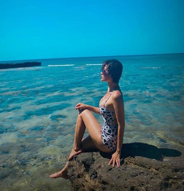 'Nhuộm da' với đồ bơi, Thanh Hương được khen nóng bỏng như mỹ nhân Hollywood ảnh 2