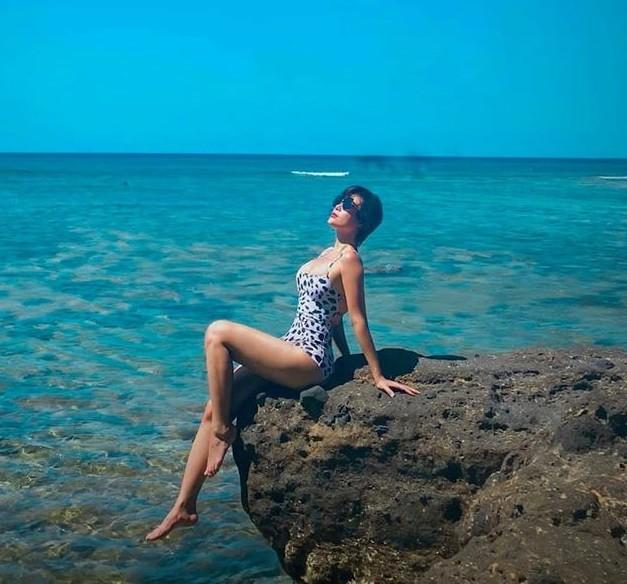 'Nhuộm da' với đồ bơi, Thanh Hương được khen nóng bỏng như mỹ nhân Hollywood ảnh 3