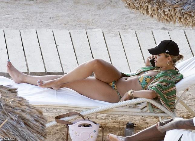 Rita Ora bị dân mạng chê khi mặc đồ bơi ảnh 7