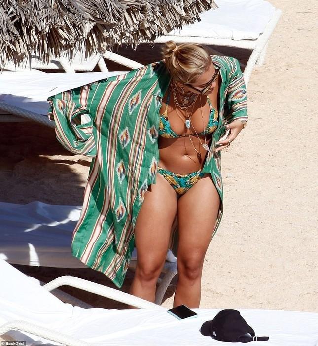 Rita Ora bị dân mạng chê khi mặc đồ bơi ảnh 9