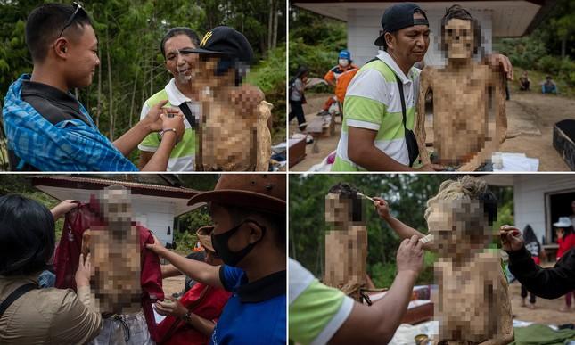 'Rợn người' tục bốc mộ, trò chuyện và thậm chí ôm, chụp ảnh với thi thể ở Indonesia ảnh 1