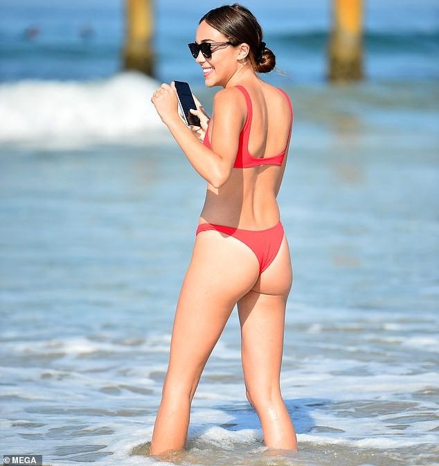 Em gái hoa hậu Olivia Culpo 'o ép' vòng một với bikini bé xíu ảnh 3