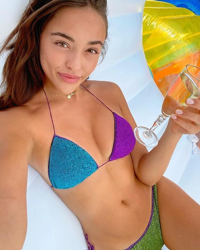 Em gái hoa hậu Olivia Culpo 'o ép' vòng một với bikini bé xíu ảnh 7