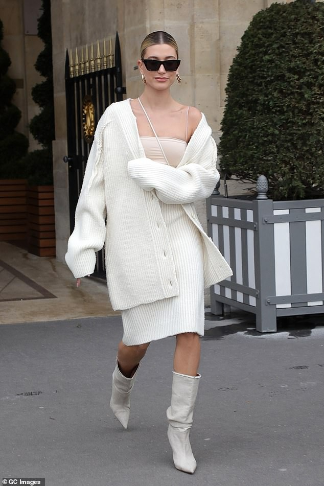 Học nàng mẫu Hailey Bieber cách phối đồ mùa hè thành trang phục mùa thu cá tính ảnh 3