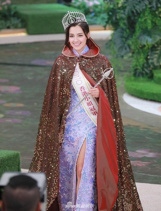 Vừa gây tranh cãi với chiều cao 1m60, tân Hoa hậu Hong Kong lại bị nghi lộ ảnh khỏa thân ảnh 1