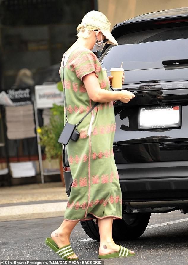 Không dám tin đây là nữ ca sĩ sexy Katy Perry ảnh 2
