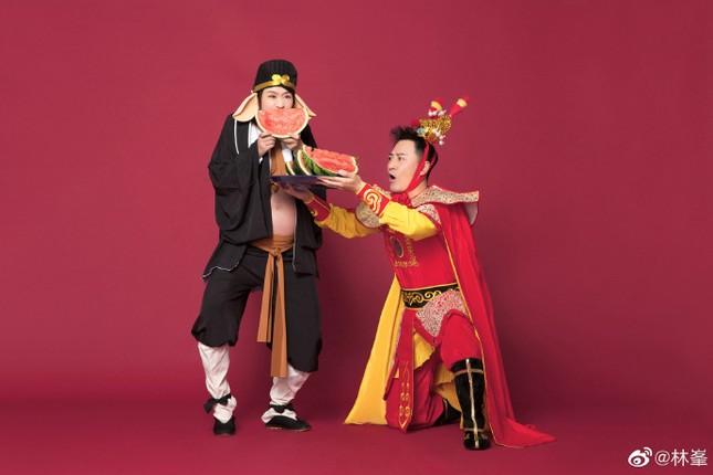 Báo tin vợ sinh, Lâm Phong khoe luôn bộ ảnh bầu 'Ngộ Không – Bát Giới' ảnh 4