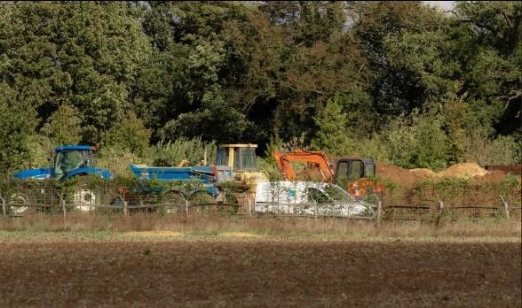 Vợ chồng Beckham gây tranh cãi vì xây hồ trong khuôn viên điền trang gần 180 tỷ ảnh 3