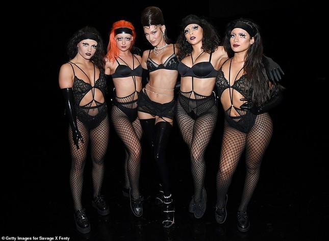 Bella Hadid, Irina Shayk và Cara Delevingne quy tụ trong đêm hội nội y của Rihanna ảnh 5