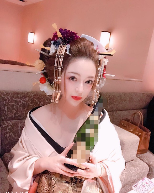 Vẻ nóng bỏng của nữ geisha 'đắt giá' nhất Nhật Bản ảnh 1