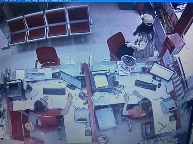 Báo nước ngoài đưa tin về cô gái cướp ngân hàng từng thi 'Thách thức danh hài' ảnh 2