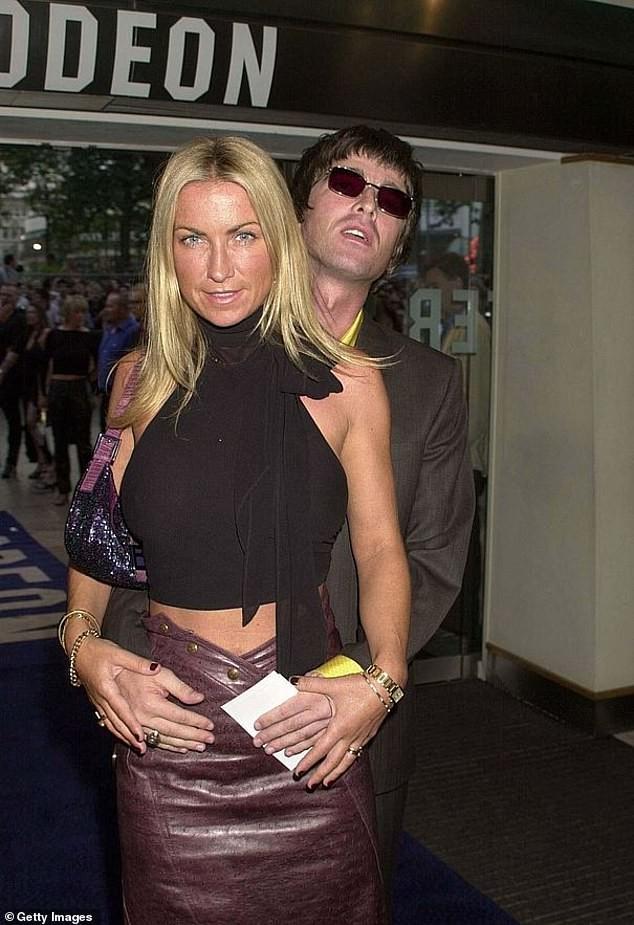 Con gái ngôi sao nhạc rock Noel Gallagher giấu cha đi chụp ảnh nội y ảnh 8