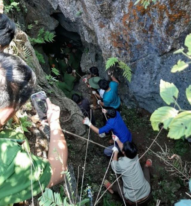 Đi tìm đá quý, nam thanh niên rơi xuống hang sâu 147m ảnh 1