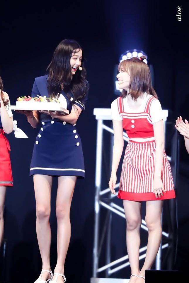 Nữ idol sở hữu 'đôi chân dài nhất K-pop' có phải Lisa (Black Pink)? ảnh 10