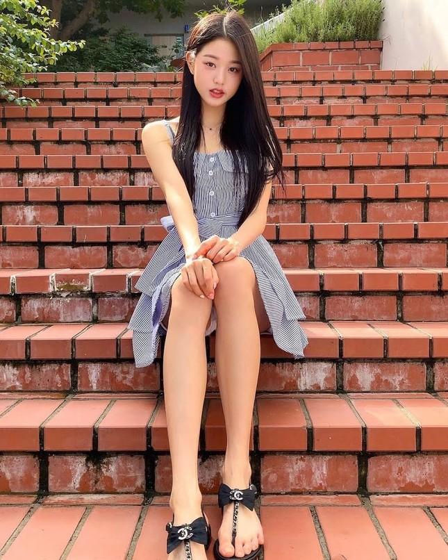 Nữ idol sở hữu 'đôi chân dài nhất K-pop' có phải Lisa (Black Pink)? ảnh 4