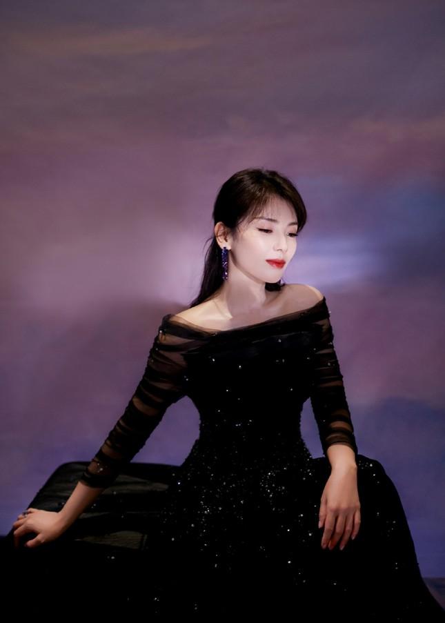 'Bóc trần' nhan sắc thật của loạt mỹ nhân Hoa ngữ tại lễ bế mạc Kim Ưng 2020 ảnh 11