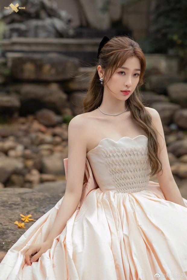 'Bóc trần' nhan sắc thật của loạt mỹ nhân Hoa ngữ tại lễ bế mạc Kim Ưng 2020 ảnh 13