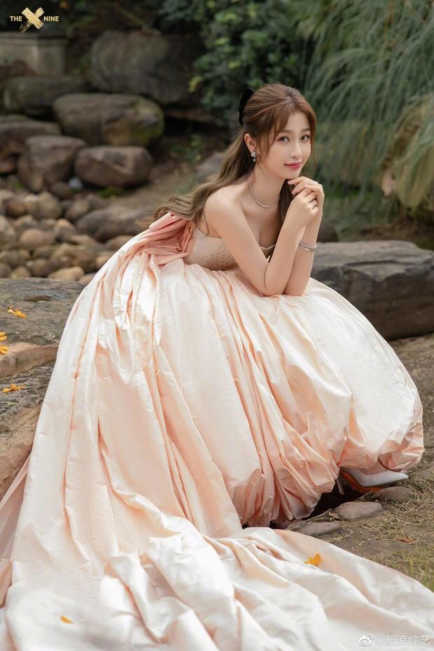 'Bóc trần' nhan sắc thật của loạt mỹ nhân Hoa ngữ tại lễ bế mạc Kim Ưng 2020 ảnh 14