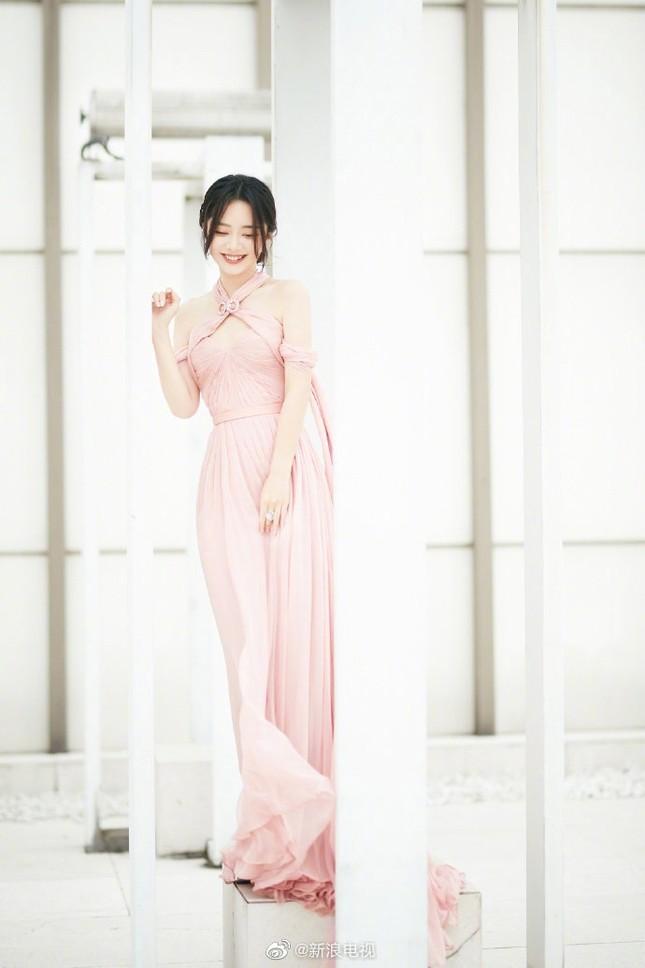 'Bóc trần' nhan sắc thật của loạt mỹ nhân Hoa ngữ tại lễ bế mạc Kim Ưng 2020 ảnh 22