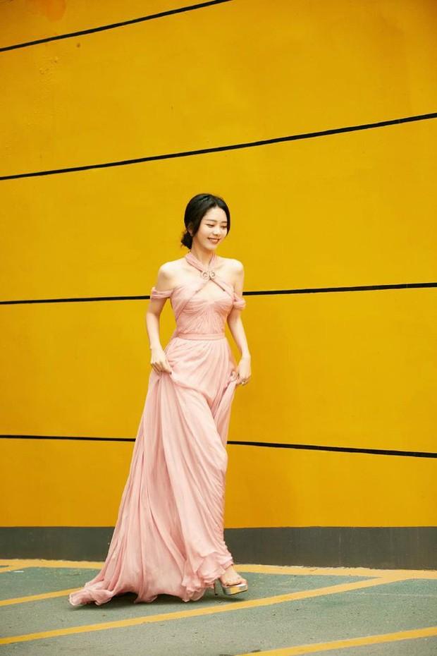 'Bóc trần' nhan sắc thật của loạt mỹ nhân Hoa ngữ tại lễ bế mạc Kim Ưng 2020 ảnh 23