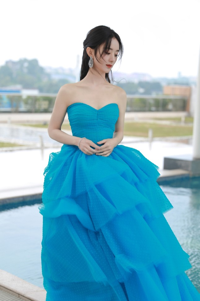 'Bóc trần' nhan sắc thật của loạt mỹ nhân Hoa ngữ tại lễ bế mạc Kim Ưng 2020 ảnh 1