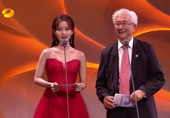 'Bóc trần' nhan sắc thật của loạt mỹ nhân Hoa ngữ tại lễ bế mạc Kim Ưng 2020 ảnh 20