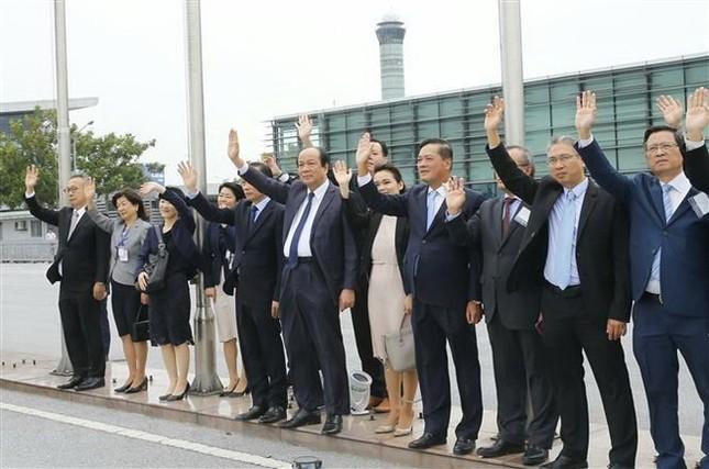 Thủ tướng Nhật Bản kết thúc chuyến thăm chính thức Việt Nam ảnh 2