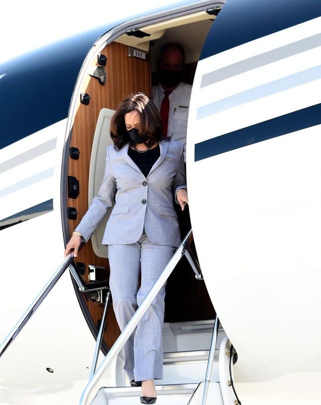 Cách nữ phó tổng thống Mỹ Kamala Harris kể câu chuyện của mình bằng thời trang ảnh 5