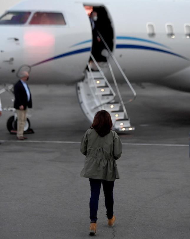 Cách nữ phó tổng thống Mỹ Kamala Harris kể câu chuyện của mình bằng thời trang ảnh 4