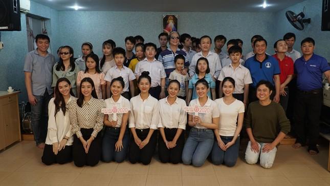 Thí sinh Hoa Hậu Việt Nam tổ chức đêm nhạc cho trẻ em khiếm thị tại mái ấm Thiên Ân ảnh 12