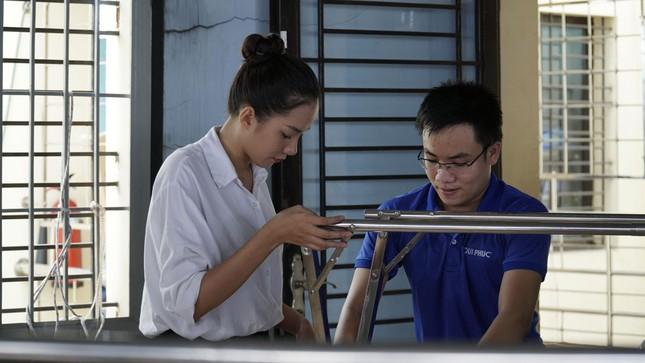 Thí sinh Hoa Hậu Việt Nam tổ chức đêm nhạc cho trẻ em khiếm thị tại mái ấm Thiên Ân ảnh 6