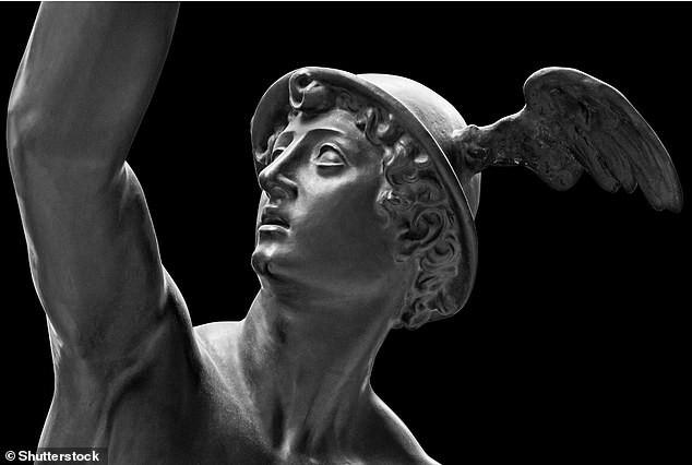 Phát hiện tượng cổ thần Hy Lạp hiếm có ngay dưới vỉa hè ảnh 2