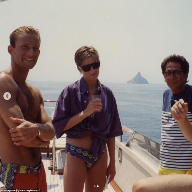 Ảnh bikini hiếm hoi của Công nương Diana gây tranh cãi ảnh 1