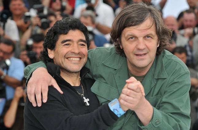 Những bộ phim phải xem nếu muốn hiểu về cố huyền thoại bóng đá Maradona ảnh 3