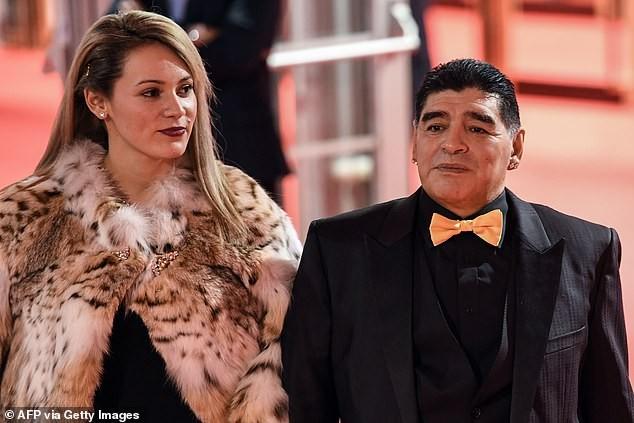 Không được vào viếng, tình cũ từng khiến Maradona điêu đứng khóc lóc và thấy 'ô nhục' ảnh 2