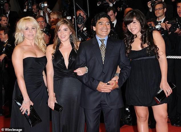 Không được vào viếng, tình cũ từng khiến Maradona điêu đứng khóc lóc và thấy 'ô nhục' ảnh 3
