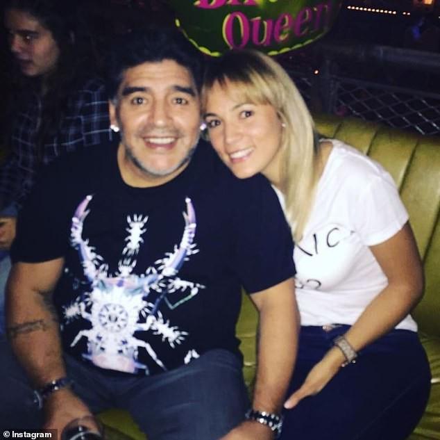 Không được vào viếng, tình cũ từng khiến Maradona điêu đứng khóc lóc và thấy 'ô nhục' ảnh 5