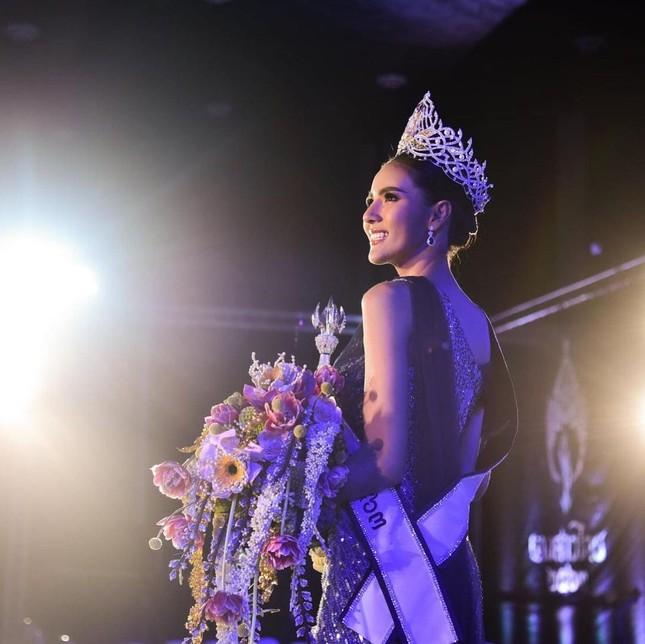 Ngoại hình 'bốc lửa' của người mẫu 27 tuổi đăng quang Hoa hậu Thái Lan 2020 ảnh 3
