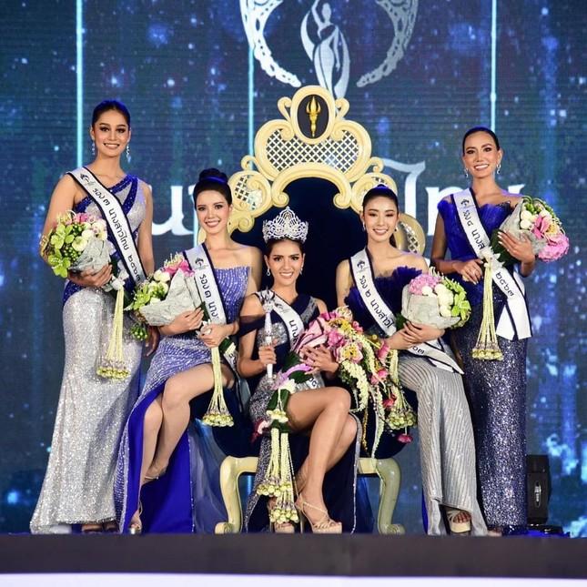 Ngoại hình 'bốc lửa' của người mẫu 27 tuổi đăng quang Hoa hậu Thái Lan 2020 ảnh 2